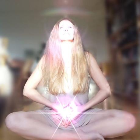 Feminin yoga og trommerejse